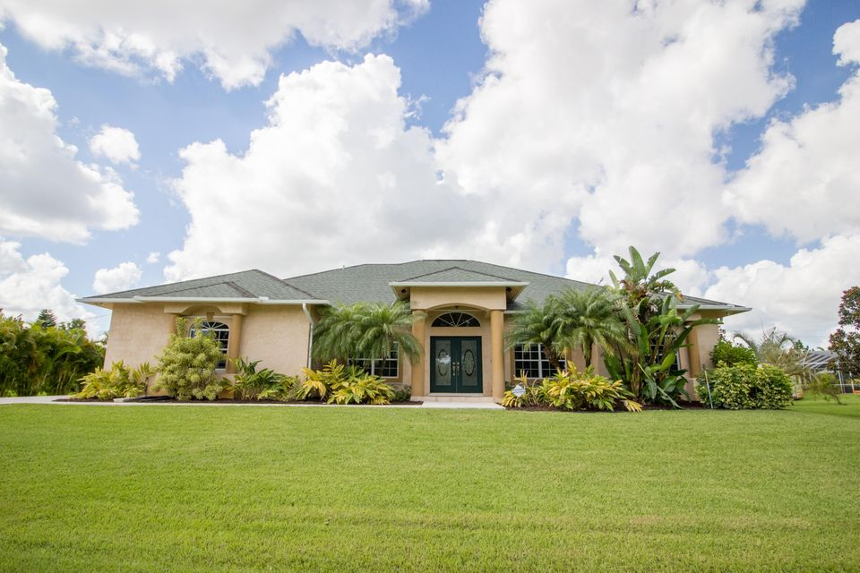 Additional photo for property listing at 108 SW Lion Lane  Port St. Lucie, Florida 34953 États-Unis