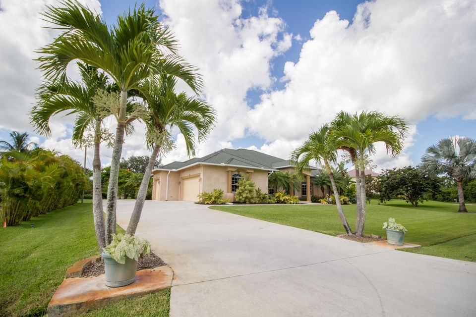 Additional photo for property listing at 108 SW Lion Lane 108 SW Lion Lane Port St. Lucie, Florida 34953 Estados Unidos