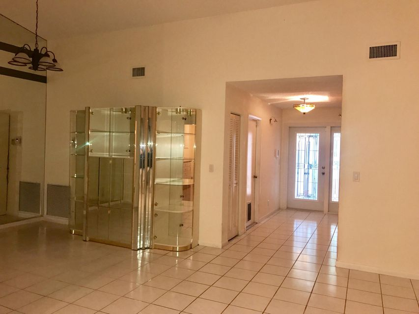 Additional photo for property listing at 6997 Quince Lane 6997 Quince Lane Lake Worth, Florida 33467 United States