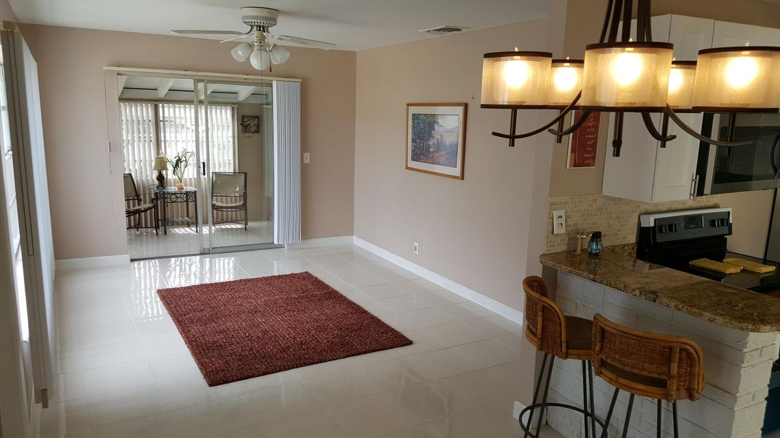 Additional photo for property listing at 1261 W 1st Street 1261 W 1st Street Riviera Beach, 佛罗里达州 33404 美国
