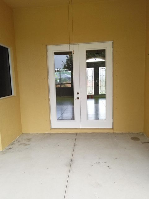 Additional photo for property listing at 3433 SE Bevil Avenue  Port St. Lucie, Florida 34984 Estados Unidos