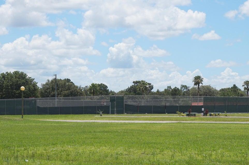 Additional photo for property listing at 413 Gardenia Drive 413 Gardenia Drive Indian Lake Estates, Florida 33855 États-Unis