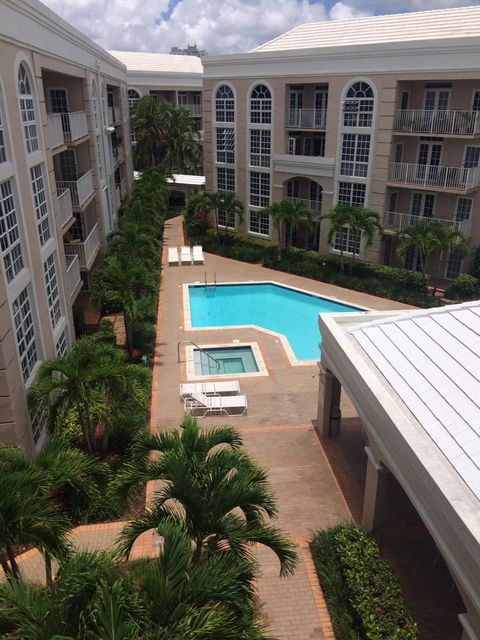 Co-op / Condo للـ Rent في 1280 S Alhambra Circle 1280 S Alhambra Circle Coral Gables, Florida 33146 United States