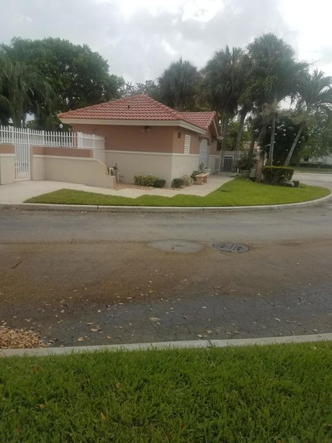 Additional photo for property listing at 8287 NW 70th Street  Tamarac, Florida 33321 Estados Unidos