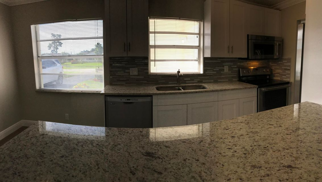 Additional photo for property listing at 7266 Pine Park Drive N  Lake Worth, Florida 33467 United States