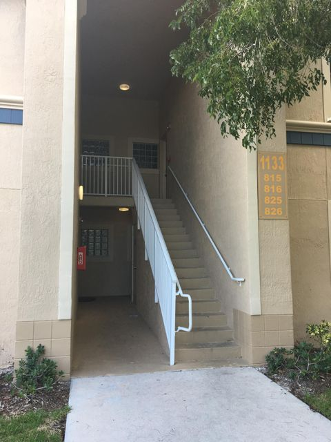 合作社 / 公寓 为 销售 在 1133 Golden Lakes Boulevard 西棕榈滩, 佛罗里达州 33411 美国