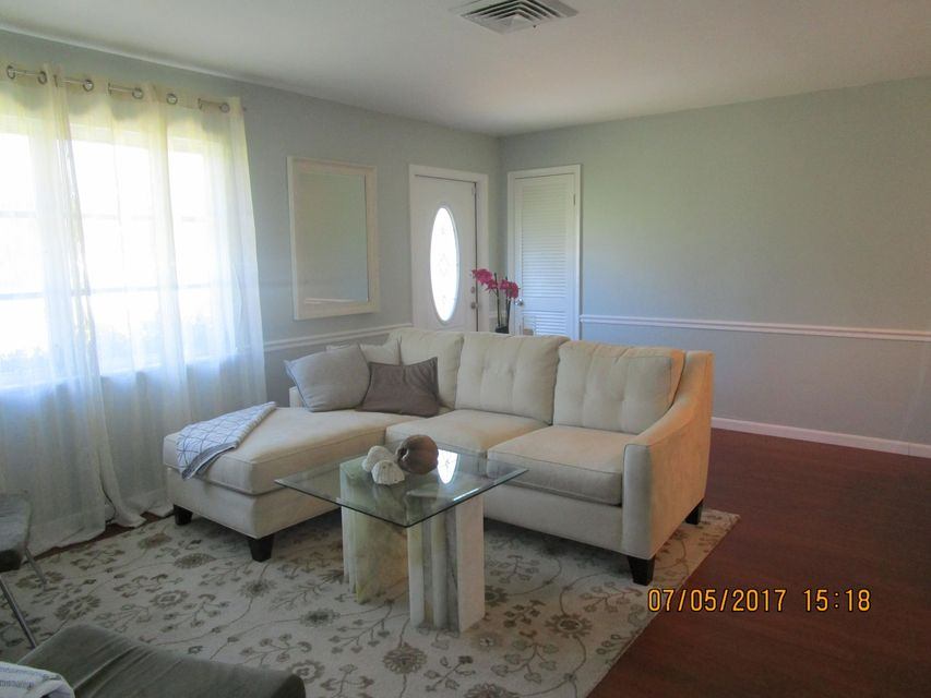 Additional photo for property listing at 2300 NE 13th Court 2300 NE 13th Court Jensen Beach, Florida 34957 United States