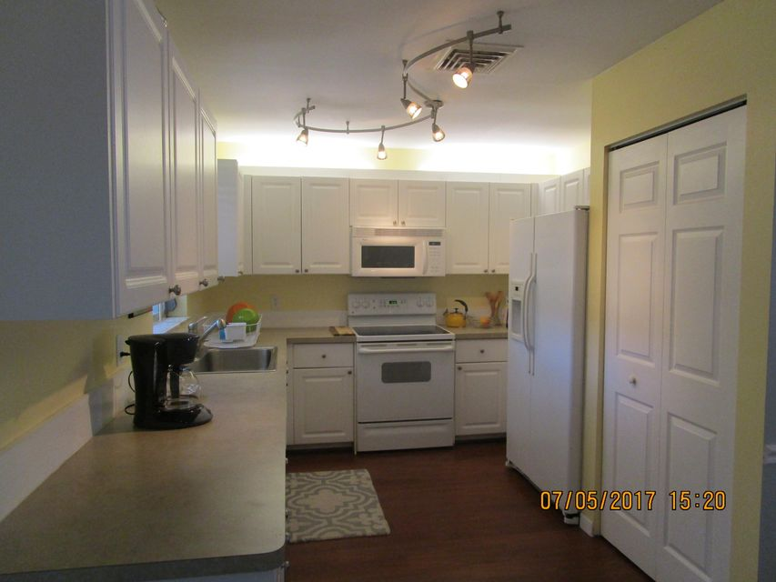 Additional photo for property listing at 2300 NE 13th Court 2300 NE 13th Court Jensen Beach, Florida 34957 Estados Unidos