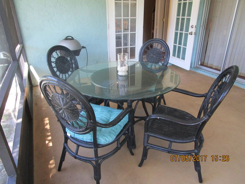 Additional photo for property listing at 2300 NE 13th Court 2300 NE 13th Court Jensen Beach, Florida 34957 États-Unis