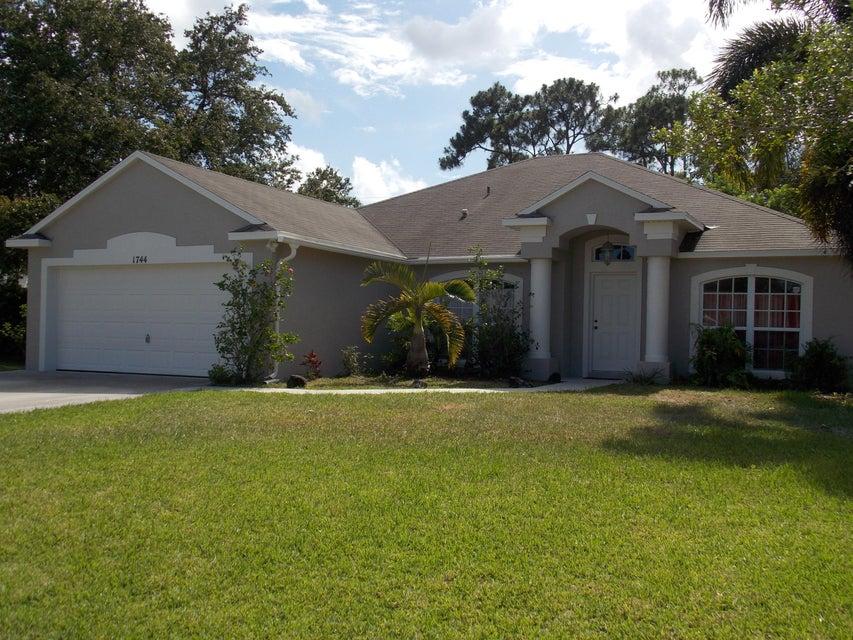 1744 SE Joy Haven Street, Port Saint Lucie, FL 34983