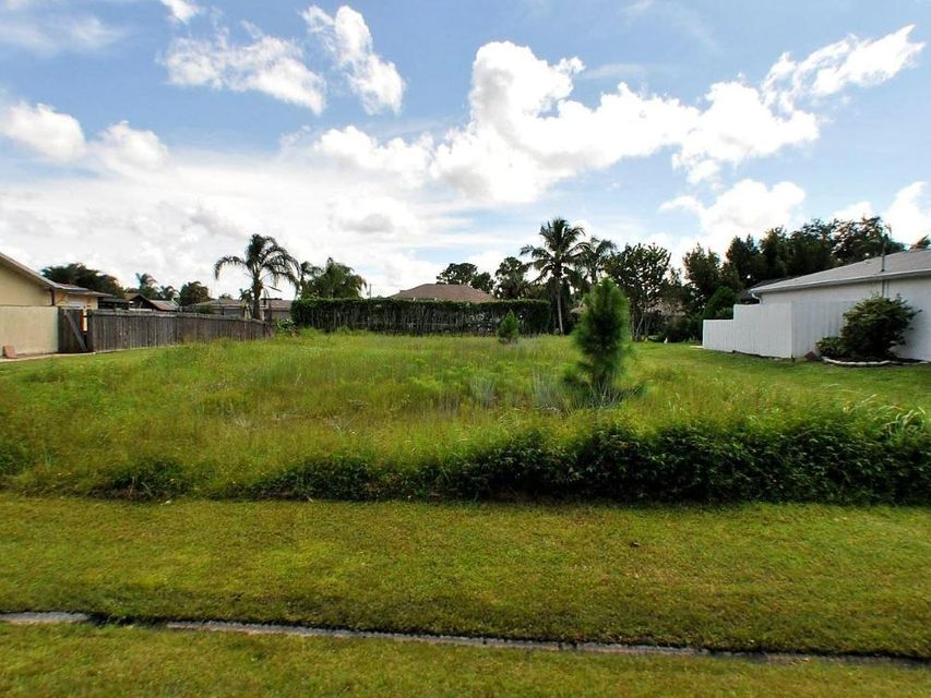 Additional photo for property listing at 1272 SE Mendavia Avenue  Port St. Lucie, Florida 34952 Vereinigte Staaten
