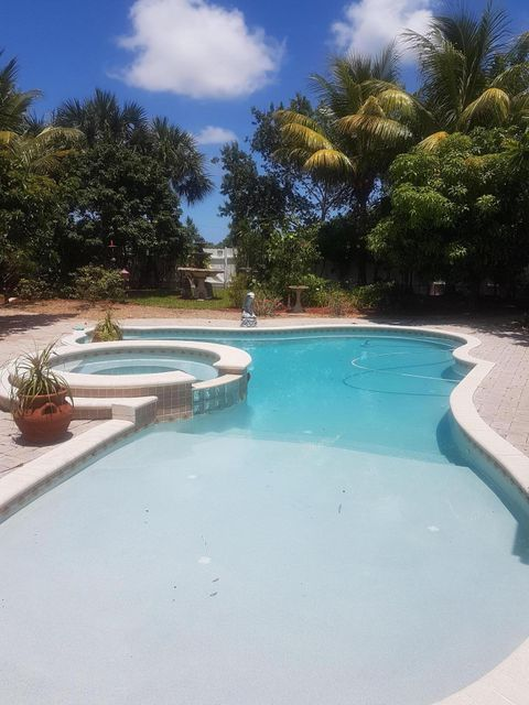 Additional photo for property listing at 5556 Azalea Circle  West Palm Beach, Florida 33415 United States