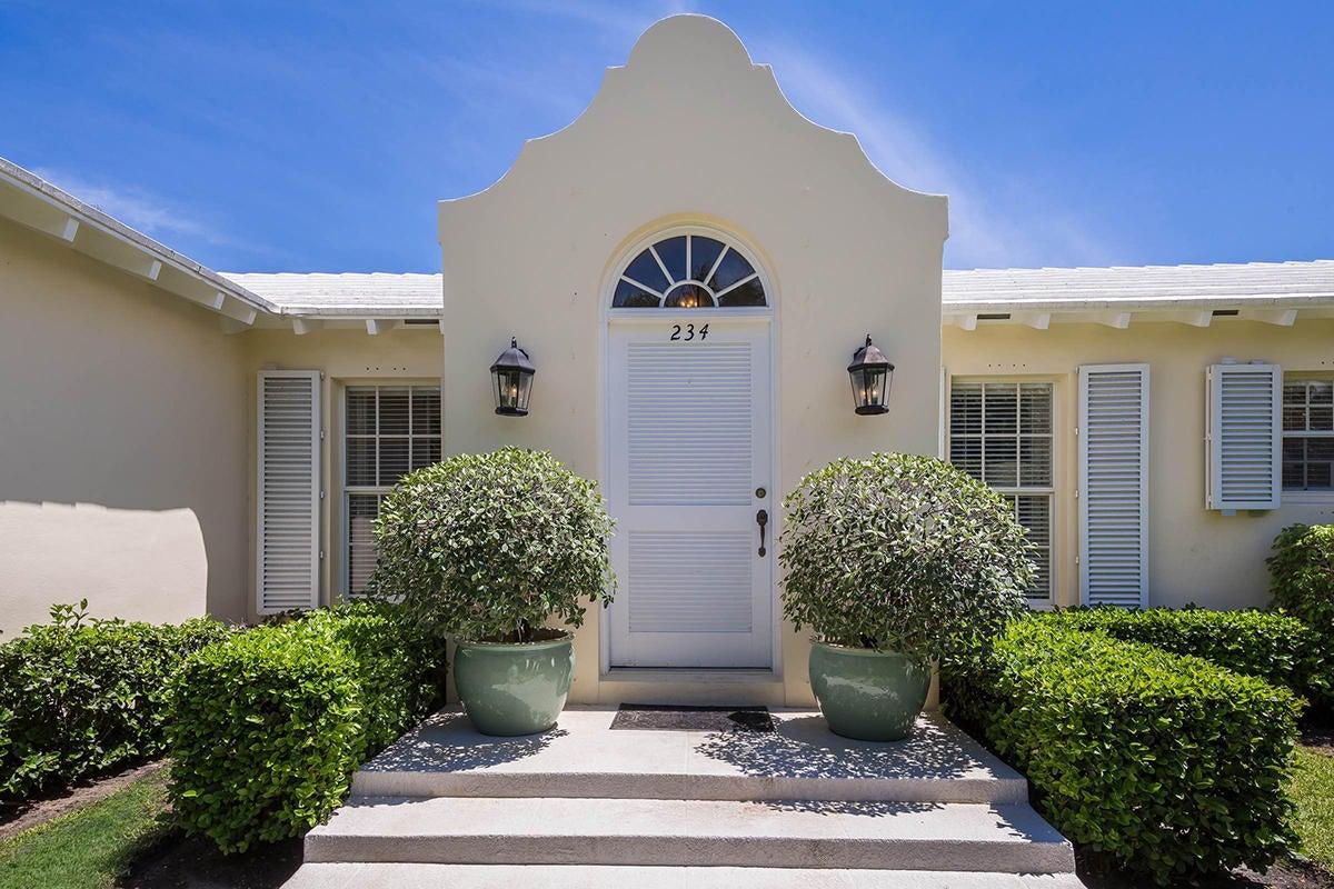 Maison unifamiliale pour l Vente à 234 Merrain Road Palm Beach, Florida 33480 États-Unis