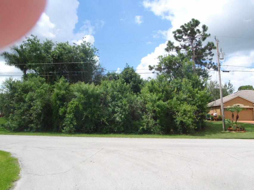 Additional photo for property listing at 232 SW Janice Avenue 232 SW Janice Avenue Port St. Lucie, Florida 34953 United States