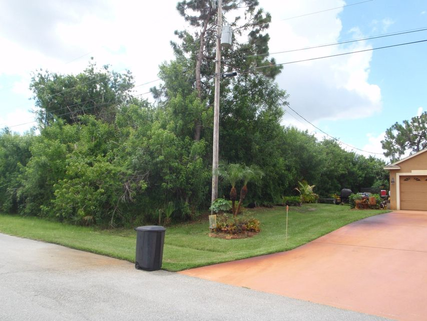 Additional photo for property listing at 232 SW Janice Avenue 232 SW Janice Avenue Port St. Lucie, Florida 34953 États-Unis