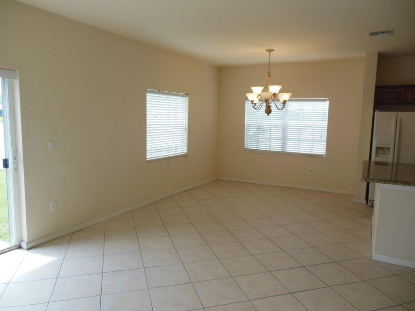 Additional photo for property listing at 4122 Emerald 4122 Emerald Lake Worth, Florida 33461 Estados Unidos