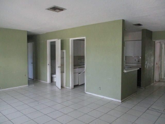 Additional photo for property listing at 190 NE 21st Street 190 NE 21st Street Boca Raton, Florida 33431 United States