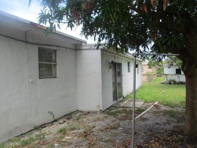 Additional photo for property listing at 190 NE 21st Street 190 NE 21st Street Boca Raton, Florida 33431 Estados Unidos