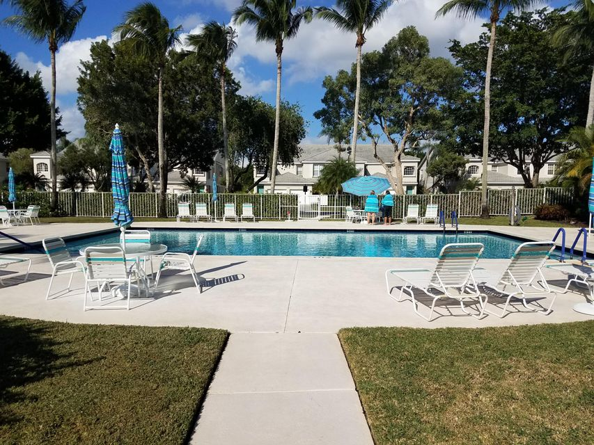 Co-op / Condominio por un Venta en 10112 Andover Coach Circle 10112 Andover Coach Circle Wellington, Florida 33449 Estados Unidos
