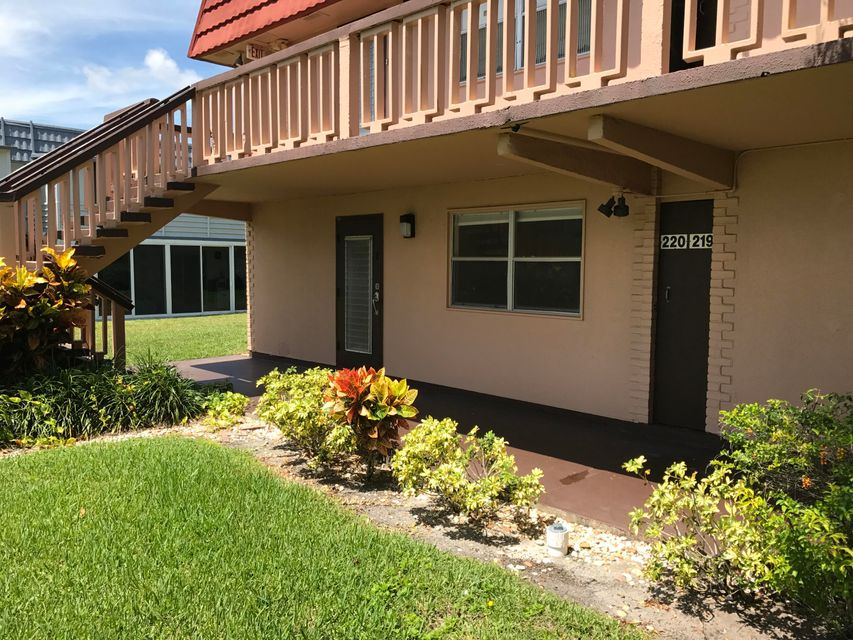 Additional photo for property listing at 220 Tuscany D  Delray Beach, Florida 33446 Vereinigte Staaten
