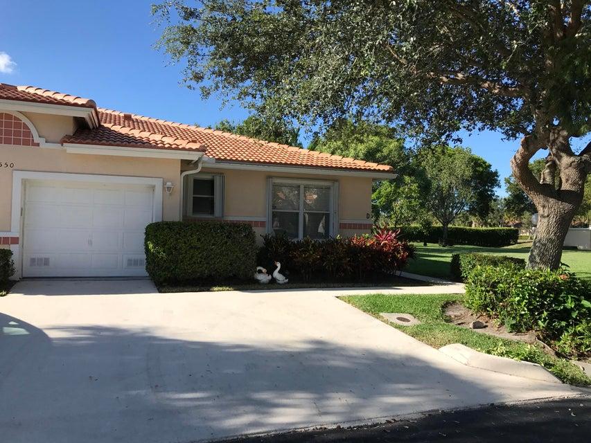 Coopérative / Condo pour l Vente à 12550 Crystal Pointe Drive Boynton Beach, Florida 33437 États-Unis