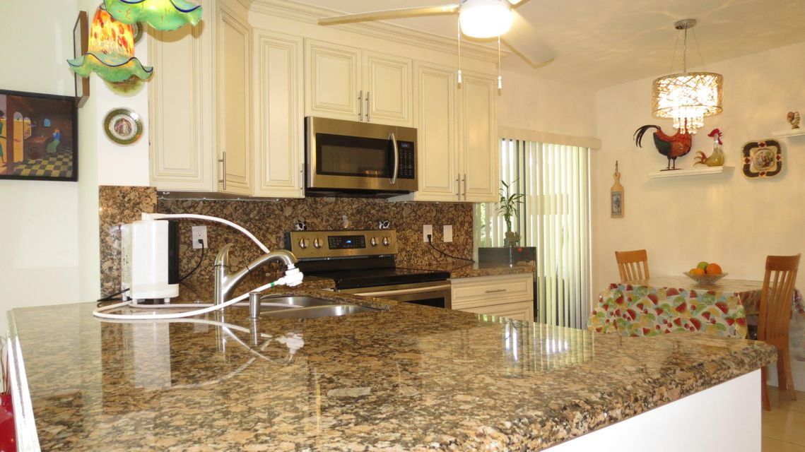 Additional photo for property listing at 10223 N Circle Lake Drive  Boynton Beach, Florida 33437 United States