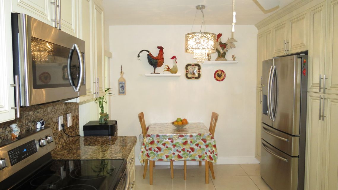 Additional photo for property listing at 10223 N Circle Lake Drive  Boynton Beach, Florida 33437 Vereinigte Staaten