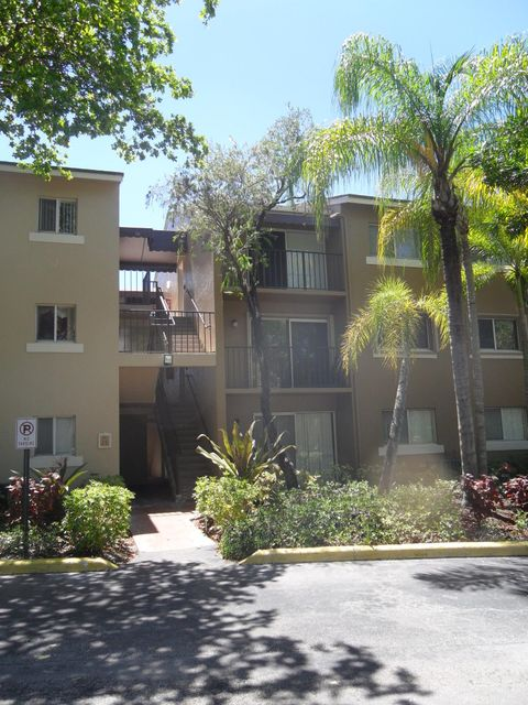 Co-op / Condominio por un Venta en 1089 Benoist Farms Road West Palm Beach, Florida 33411 Estados Unidos