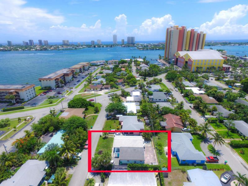 Additional photo for property listing at 169 E 30th Street 169 E 30th Street Riviera Beach, Florida 33404 Vereinigte Staaten