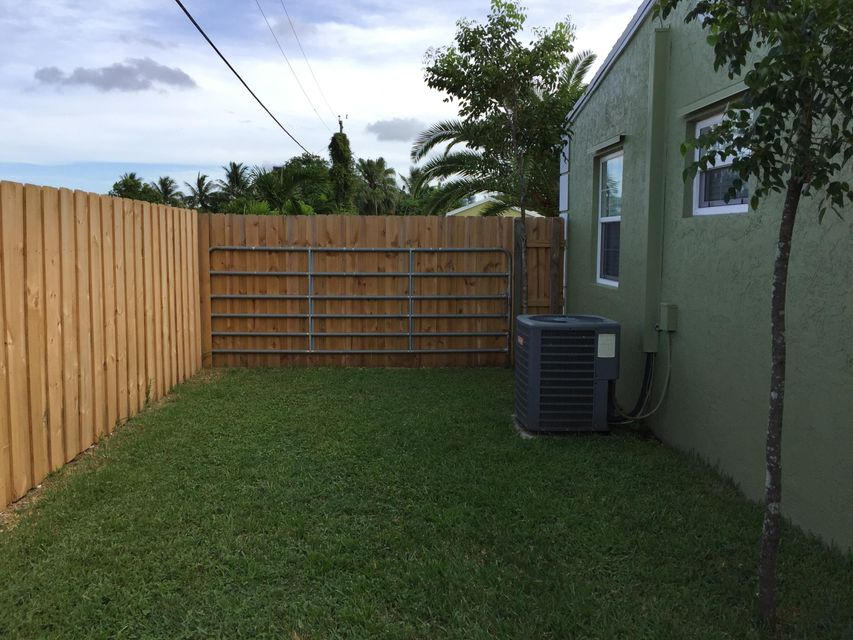 Additional photo for property listing at 621 Elm Road  West Palm Beach, Florida 33409 États-Unis