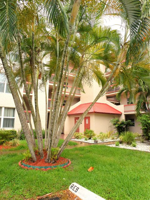 Co-op / Condo للـ Sale في 9441 Evergreen Place Davie, Florida 33324 United States
