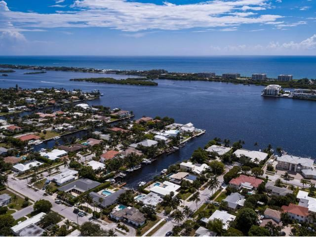 Additional photo for property listing at 4 Harvard Drive 4 Harvard Drive Lake Worth, Florida 33460 Estados Unidos