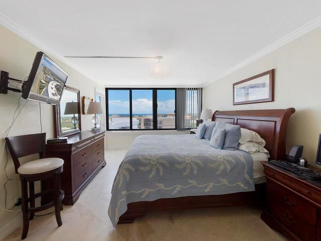 Additional photo for property listing at 3590 S Ocean Boulevard 3590 S Ocean Boulevard South Palm Beach, Florida 33480 United States