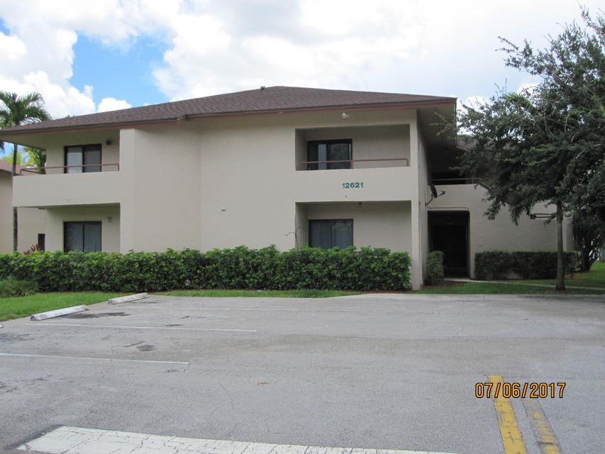 Co-op / Condo for Sale at 12621 Westhampton Circle Wellington, Florida 33414 United States