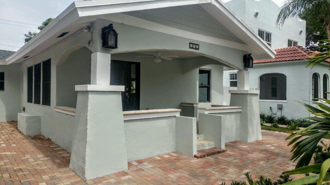 独户住宅 为 销售 在 331 Greenwood Drive 331 Greenwood Drive 西棕榈滩, 佛罗里达州 33405 美国