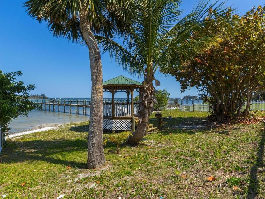 1001 Indian River Drive, Sebastian, FL 32958