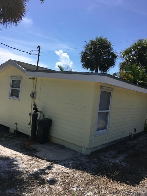Additional photo for property listing at 12351 S Indian River Drive 12351 S Indian River Drive Jensen Beach, Florida 34957 Estados Unidos
