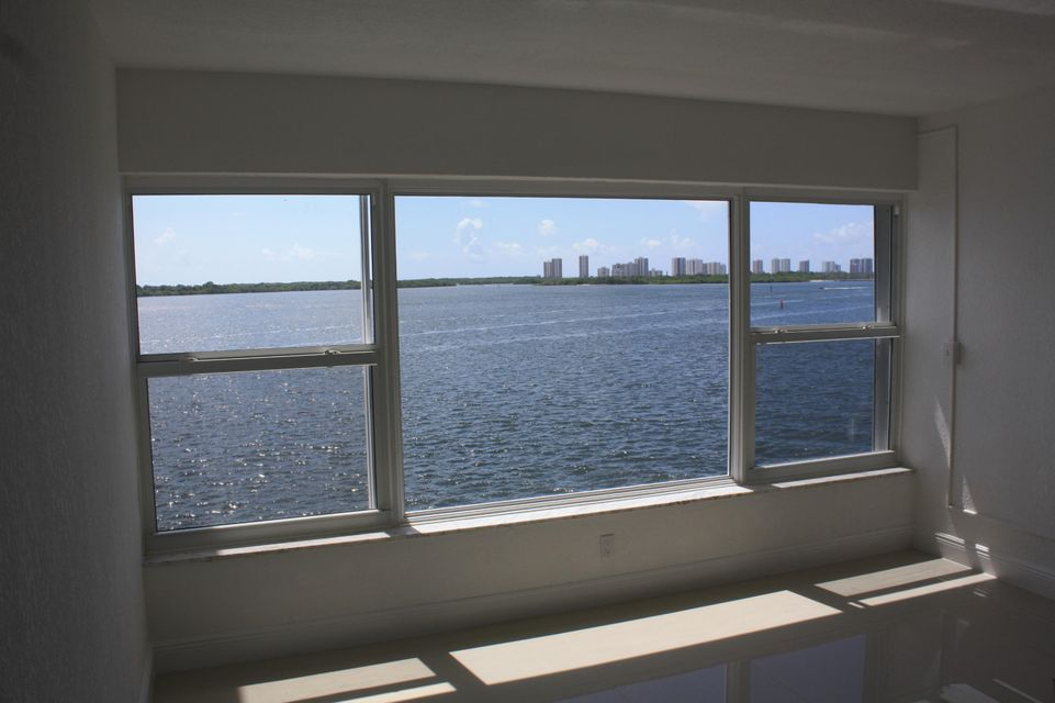 60 Yacht Club Drive 404  North Palm Beach FL 33408