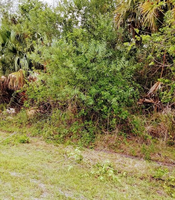 Additional photo for property listing at 1378 SW California Boulevard 1378 SW California Boulevard Port St. Lucie, Florida 34953 Estados Unidos