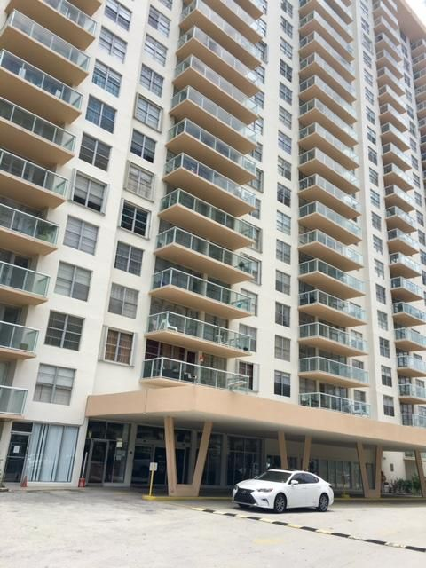 Home for sale in WINSTON TOWER 300 CONDO Sunny Isles Beach Florida