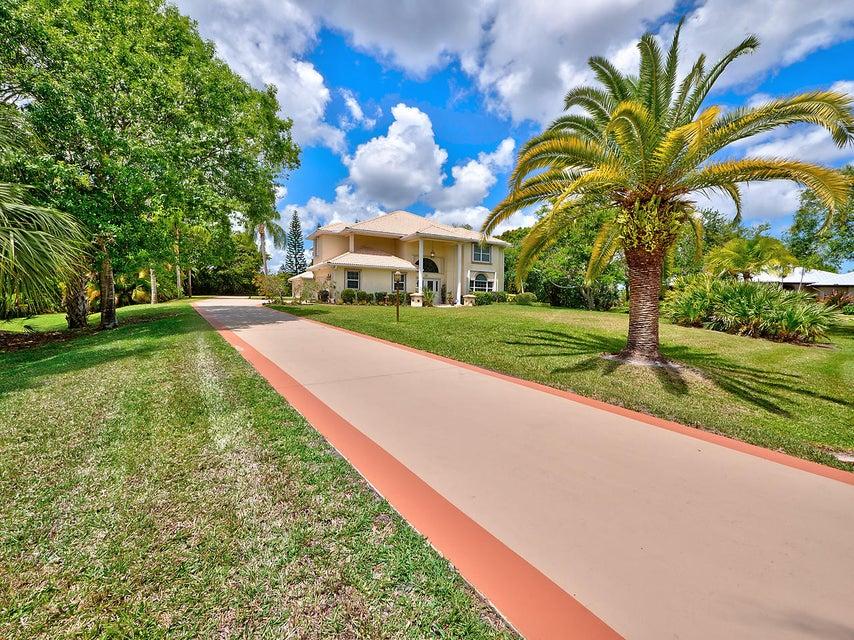 7884 SE Meadow Park Avenue, Stuart, FL 34997