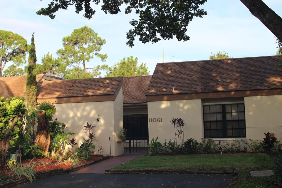 Beautiful townhouse located in the highly desirable community, Gardens of Woodbury, in the heart of Palm Beach Gardens. This spacious 3 bed / 2 Bath unit has been recently renovated, featuring granite counter tops, stainless steel appliances, pendant lighting, stone and wood floors and washer/dryer in the unit. Nice front patio and large screened-in back patio. Amenities include community pool, tennis, racquetball and basketball courts! A+ location near upscale mall, popular restaurants & shops in PGA Co