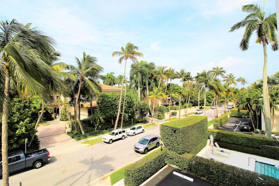 Co-op / Condominio por un Venta en 354 Chilean Avenue 354 Chilean Avenue Palm Beach, Florida 33480 Estados Unidos