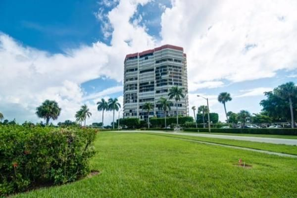Co-op / Condo للـ Sale في 1900 Consulate Place 1900 Consulate Place West Palm Beach, Florida 33401 United States