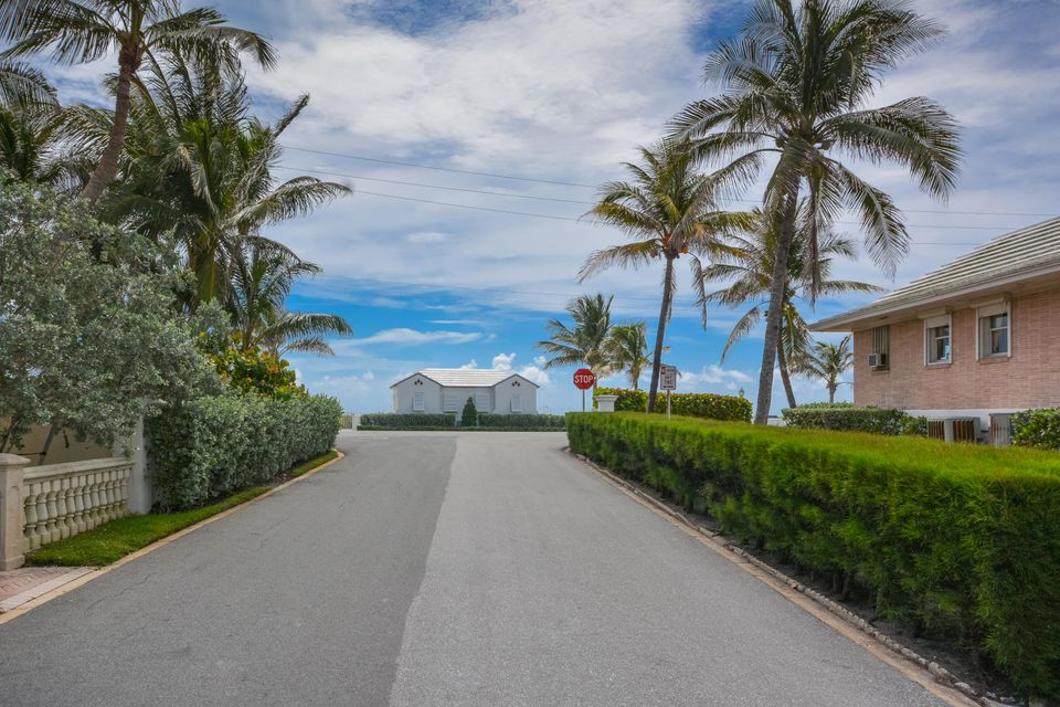 Additional photo for property listing at 221 Ocean Terrace 221 Ocean Terrace Palm Beach, Florida 33480 United States
