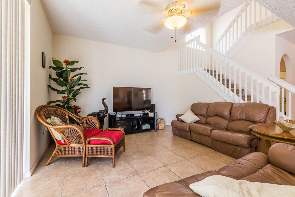 Additional photo for property listing at 1236 Oakwater Drive 1236 Oakwater Drive Royal Palm Beach, Florida 33411 United States
