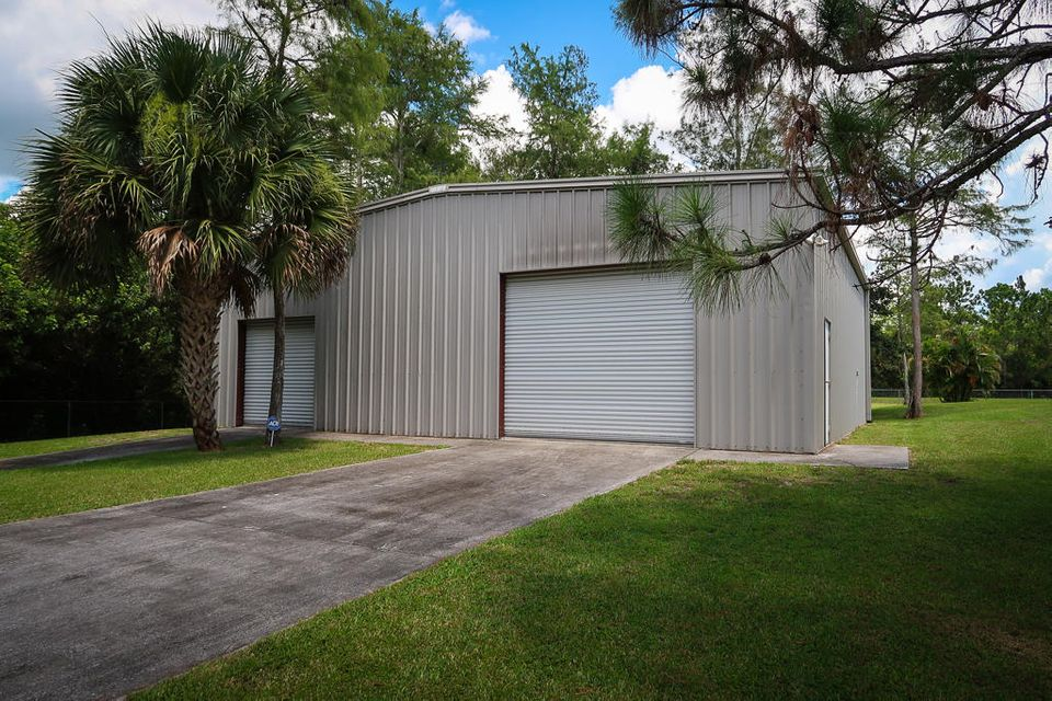 Additional photo for property listing at 8235 159th Court N 8235 159th Court N Palm Beach Gardens, Florida 33418 United States