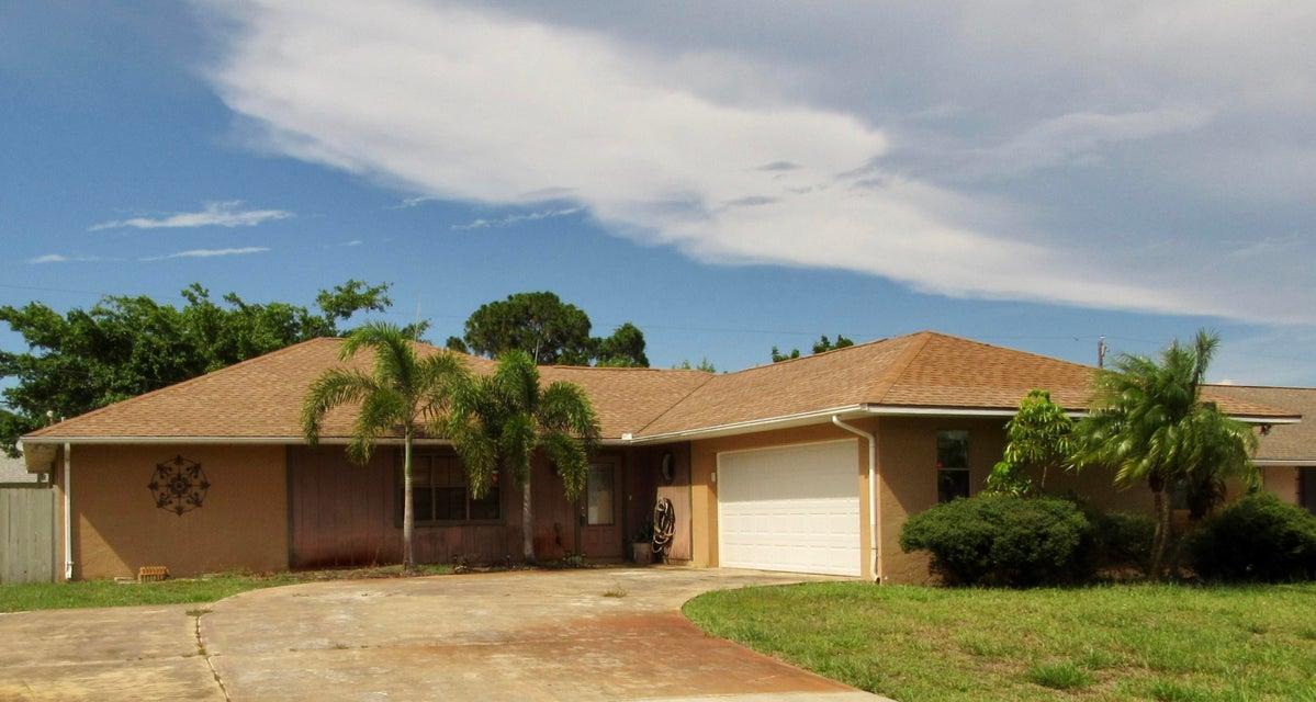 1001 SE Spinnaker Avenue, Port Saint Lucie, FL 34983