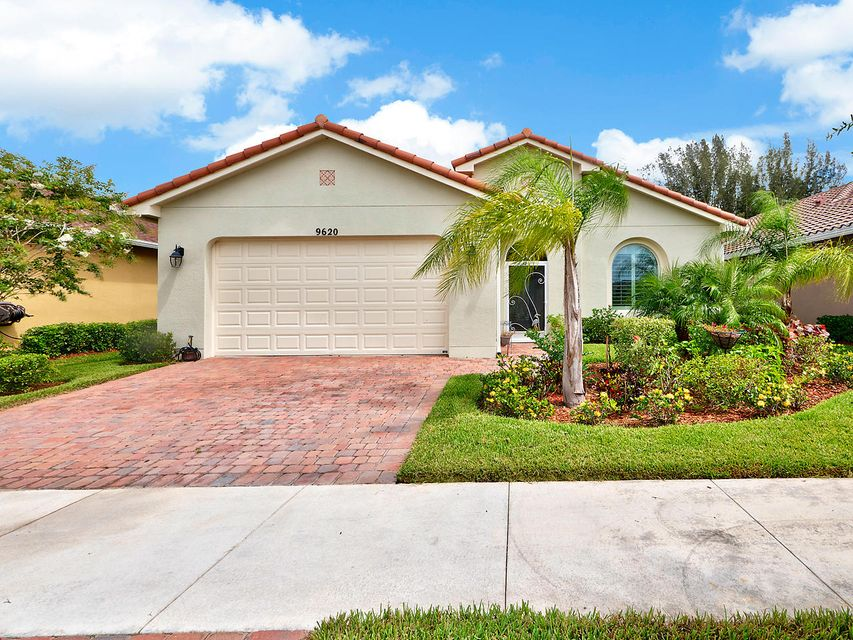 Casa para uma família para Venda às 9620 SW Royal Poinciana Drive 9620 SW Royal Poinciana Drive Port St. Lucie, Florida 34987 Estados Unidos