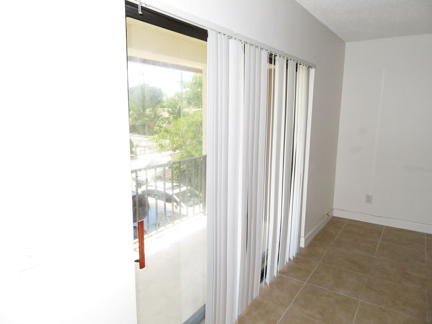 Additional photo for property listing at 125 S Palmway 125 S Palmway Lake Worth, Florida 33460 Estados Unidos